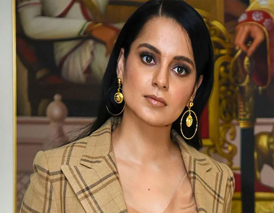 Kangana Ranaut says she is 'sick n tired of being treated like a slave'