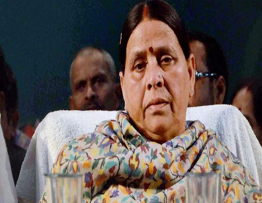 Rabri Devi's security personnel allegedly manhandled by police outside her residence