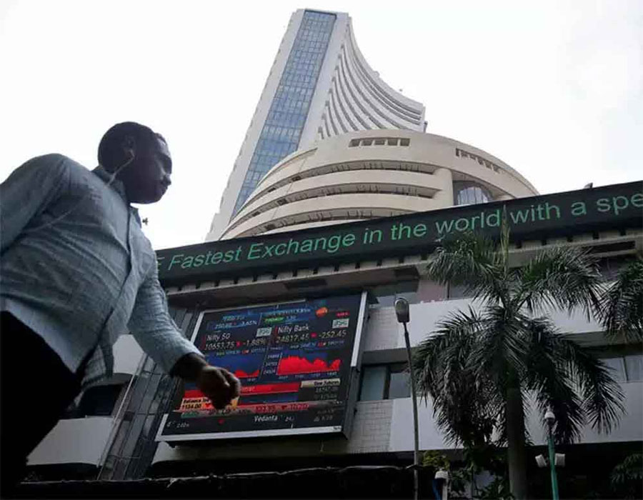 Equity market declines further; auto, metal stocks down
