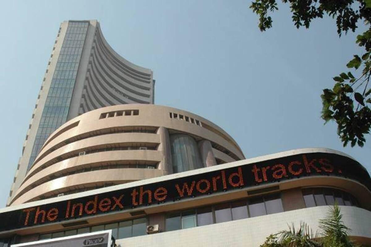 Sensex tanks 1000 points, auto, IT stocks fall