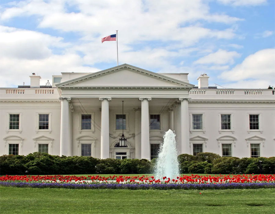 Candles lit at White House to honour 5L Covid deaths in US