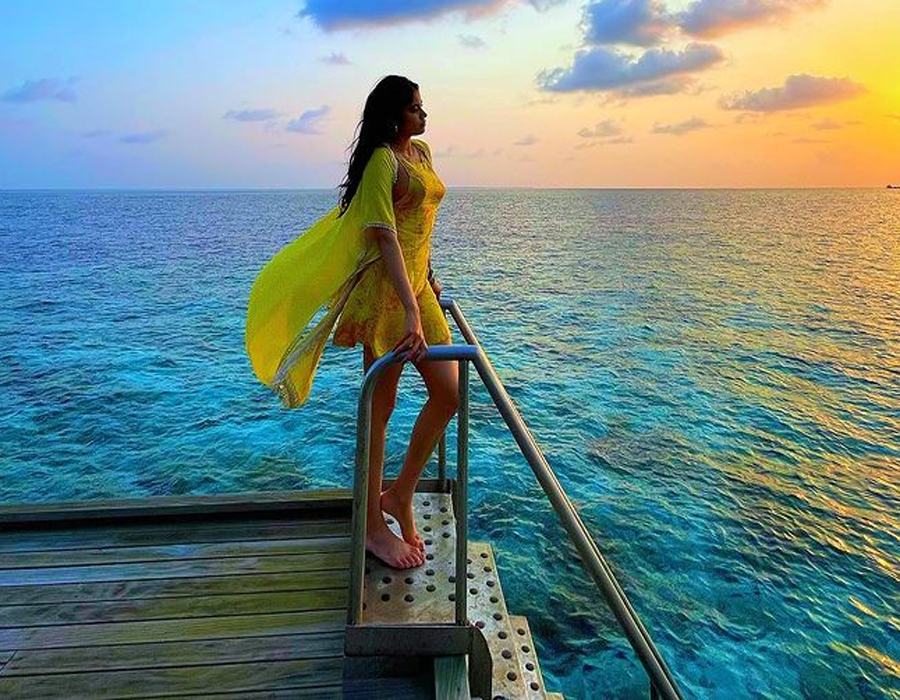 Janhvi Kapoor vacays in Maldives, posts pictures