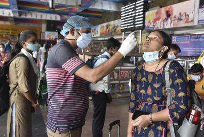 India reports 25,404 new Covid cases