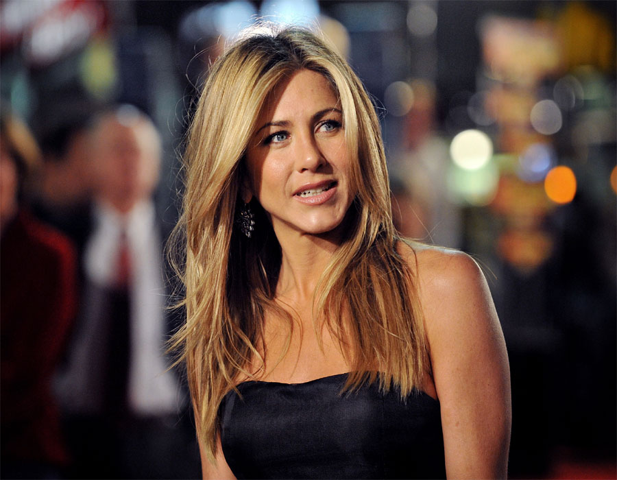 Jennifer Aniston opens up on rumours that she's dating David Schwimmer