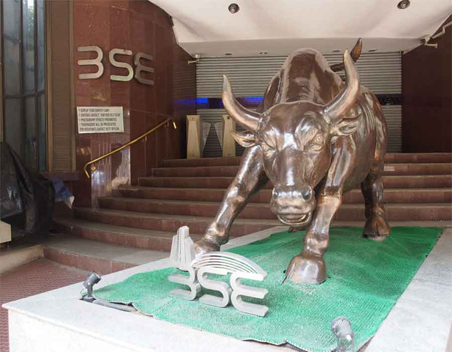 Sensex down 400 points; banking, oil & gas stocks fall