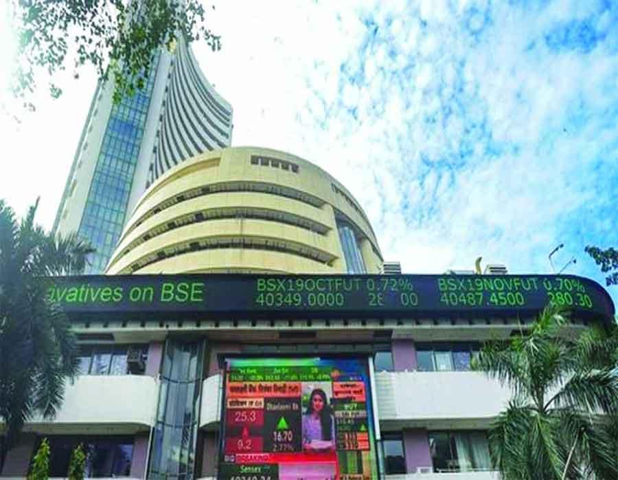 Sensex down 400 points, banking stocks fall