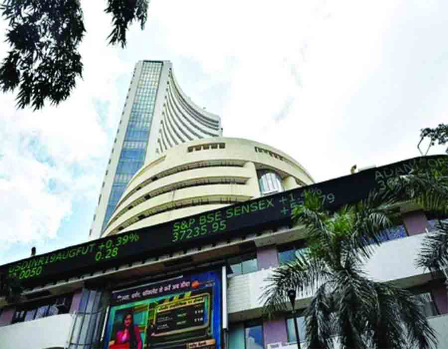 Sensex loses 350 points, RIL shares down 2%